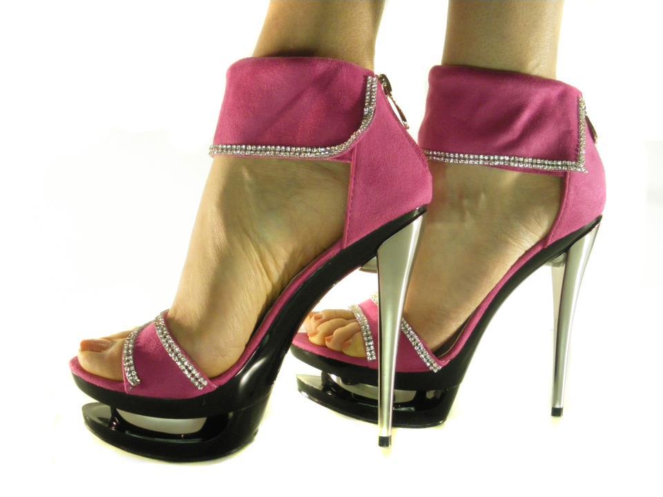 Scarpe con Tacchi Altissimi ed Aumenti la Tua Altezza 5c9bfa98bd6