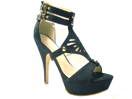 sandali borchiati